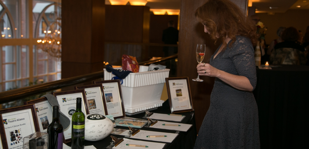 Silent auction at 2017 Curtain Call. Photo by Jerry Dalia.