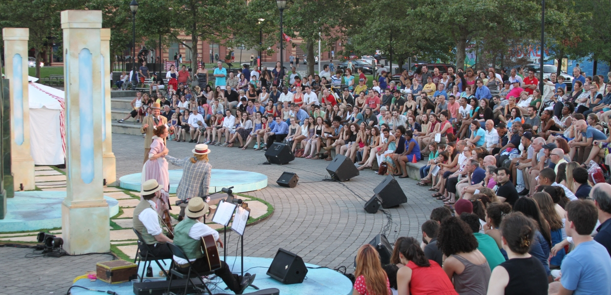 Hundreds of theatre lovers watching MST's 2012 production of TWELFTH NIGHT.
